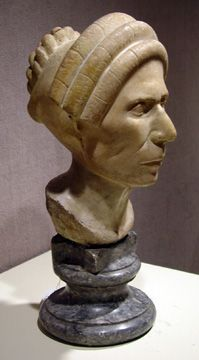 Roman marble portrait head of a woman, Flavian Period, circa 13 inches high Sculpture Head, Roman Sculpture, Pottery Sculpture, Stone Sculptures, Roman History, Art History, Roman Hairstyles, Ancient Pompeii, Old Portraits