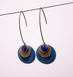 Boucles d'oreilles bicolores sequin émaillé bleu canard et bleu foncé : Boucles d'oreille par les-bijoux-de-circe