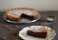 Ihana jälkiruoka syntyy myös ilman näpertelyä.Miltä kuulostaisi kahden raaka-aineen suklaakakku, sitruuna-jogurttikakku tai puolukka-kinuskikakku?