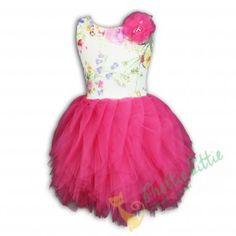 """Kleid """"Rio"""" mit buntem Tutu Auffallendes Kleid mit einem interessanten Blumenmuster. An der Schulter befindet sich eine Tüllblume. Der Rock aus Tüll wurde leicht seitlich genäht und wirkt darurch zusätzlich auffälliger. Der Ausschnitt auf der Rückseite ist dreieckig. Das Kleid wird mit einem verdeckten Reißverschluss am Rücken geschlossen. Ideal für Feiertage und andere Gelegenheiten. Elegant, Bunt, Tulle, Kitty, Fashion, Tulle Flowers, Working Holidays, Floral Patterns, Chic"""