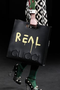 Gucci Fall 2016 Ready-to-Wear Fashion Show Details bag, сумки модные брендовые, www.bloghandbags.blogspot.ru