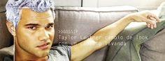 Taylor Lautner cambio de look con un cabello lavanda
