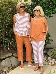 We always love to see the current Spring colours and patterns come . - We always love to see the current Spring colours and patterns come … Source by uhendy - Over 60 Fashion, Mature Fashion, Older Women Fashion, Over 50 Womens Fashion, Fashion Over 50, Plus Size Fashion, Mode Outfits, Fashion Outfits, Floral Pants