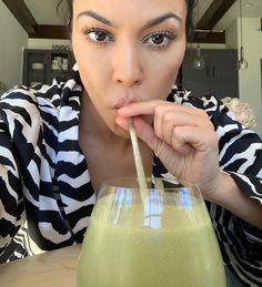 Kourt's New Green Smoothie Recipe - Poosh Avacado Smoothie, Avocado Shake, Green Smoothie Recipes, Juice Smoothie, Chocolate Avocado Smoothie, Smoothie Cleanse, Green Smoothies, Juice Cleanse, Avocado Toast