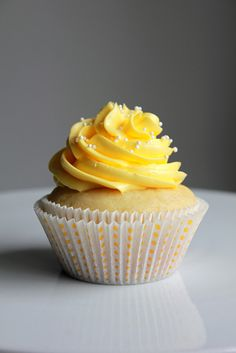 Lemon Cupcakes with Lemon Buttercream Frosting - Oh Sweet Day! Lemon Buttercream Frosting, Frosting Recipes, Cupcake Recipes, Baking Recipes, Dessert Recipes, Lemon Recipes, Lemon Cupcakes, Yummy Cupcakes, Tasty Kitchen