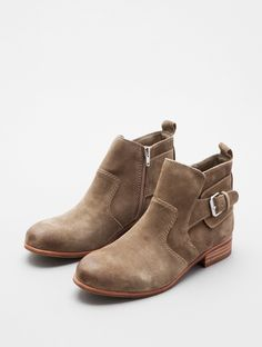 RODGE by DV By Dolce Vita - TRENDS - Lori's Designer Shoes, The Sole of Chicago.... me want thiz!