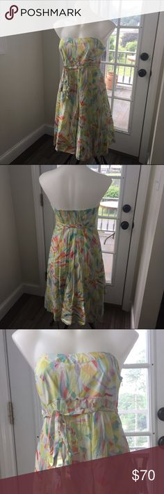 Maeve Anthropologie Geometric Strapless Dress Maeve dress in Excellent Preowned Condition. Side Zip Entry, Full skirt, Tie Waist, bright & fun! Size 8 Anthropologie Dresses Strapless