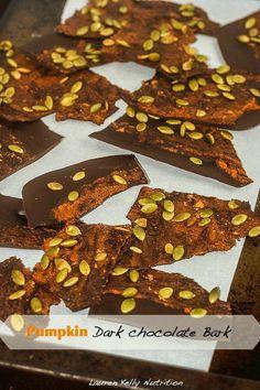 Pumpkin Dark Chocolate Bark os the perfect healthy, sweet and salty snack! www.laurenkellynutrition.com