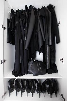 toutes mes vêtements sont noirs aussi <3