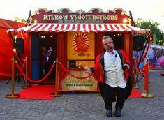 Clown Milko uit Helmond: van groot circus Renz naar piepklein vlooiencircus   Helmond   ed.nl