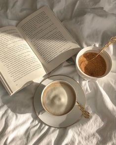 Cream Aesthetic, Aesthetic Coffee, Brown Aesthetic, Aesthetic Food, Aesthetic Photo, Aesthetic Pictures, Coffee And Books, My Coffee, Coffee Shop