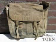 """""""Pukkel""""tas. Gebruikte deze als schooltas. Gekocht in het Dump Paleis op de Nieuwendijk- Amsterdam. Later kreeg ik een nieuwe in dienst."""