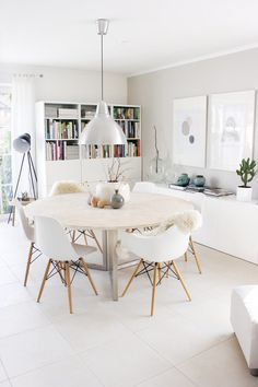 Well design modern dining room design ideas 00027 ~ Home Decoration Inspiration Dinning Table, Kitchen Dining, Dining Rooms, Ikea Round Dining Table, Dining Area, Kitchen Lamps, Table Seating, Kitchen White, Esstisch Design