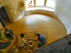 blog with practical info on natural building materials & techniques, including strawbale, cob, clay & lime plaster, living roofs, adobe floors, & more