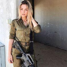 Bikinis And Bazookas! The Stunningly Beautiful Women Of The IDF Arte Judaica, Israeli Girls, Idf Women, Female Soldier, Military Women, Army Wallpaper, Beautiful Girl Image, Foto E Video, Poses