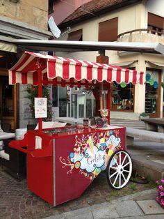 Ice cream - Temporary Shop  (Italy) Photo by #GabriellaSimone Follow us on www.futureconceptretail.com