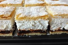 Frieze cake from tin alla Petra- Friesentorte vom Blech alla Petra A shortcrust pastry cake, vanilla-flavored cottage cheese whipped cream filling and a refreshing plum-jam topping. Pastry Recipes, Cake Recipes, Snack Recipes, Dessert Recipes, Easy Smoothie Recipes, Easy Smoothies, Blueberry Recipes, Coconut Recipes, Lemon Desserts