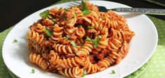 BBQ sauce and tomato sauce make for a pretty awesome combination, and slow cooker pulled pork makes this a super easy dinner to throw together regularly. Pulled Pork Pasta, Barbecue Pulled Pork, Making Pulled Pork, Bbq, Pork Recipes, Pasta Recipes, Recipe Pasta, Barbecue Recipes, Chicken Recipes