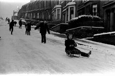 Children at play in the steep, icy streets of Newcastle west end during the festive season of Uk History, Asian History, Tudor History, British History, History Facts, North Shields, Somewhere In Time, Haunted History, Strange History