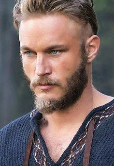 Travis Fimmel. Anduin Lothar in Warcraft. So hot. Plus
