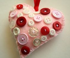 Valentine ornament. Felt and buttons, I like it!