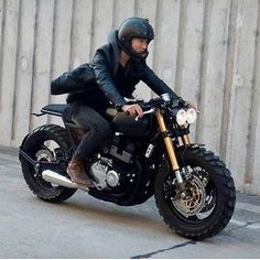 JPmotorcyclehelmet: Motorcycle Helmets, Parts & Accessories Motos Yamaha, Honda Scrambler, Moto Bike, Cafe Racer Motorcycle, Motorcycle Garage, Motorcycle Design, Motorcycle Outfit, Motorcycle Helmets, Women Motorcycle