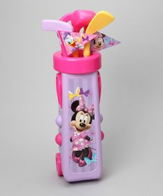Playtime is perfect with this magnificent Minnie Mouse golf set! Little ones will love to head out to the golf course to practice their coordination skills with this sweet and stylin' set.