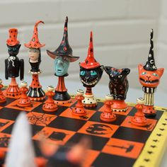 There really is a chess set for everything, including halloween! Computer Chess, Hall Of Fame Game, Chess Table, Art Through The Ages, Kings Game, Game Theory, Carving Designs, Chess Pieces, Board Games