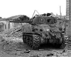 Ortona - This Canadian Sherman tank is positioned at a street corner ready to blast Germans firing from a house. Note the tank commander using binoculars. The road around the tank is littered with empty casings. Canadian Soldiers, Canadian Army, Military Photos, Military History, Sherman Tank, Military Armor, Tank Destroyer, Ww2 Tanks, World Of Tanks