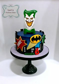 Joker and Batman - Cake by Lori Mahoney (Lori's Custom Cakes) Lego Batman Birthday, Lego Batman Party, Superhero Cake, Beautiful Cakes, Amazing Cakes, Joker Cake, Rodjendanske Torte, One Direction Cakes, Batman Cakes