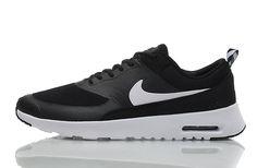 new nike lunar force 1 duck boot black gums Roshe Run, Nike Roshe, Black And White Trainers, Black And White Man, Nike Thea, Air Max Sneakers, Sneakers Nike, Nike Flyknit, Flyknit Lunar