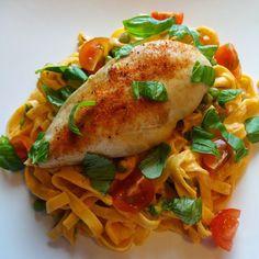 """Edel's Mat & Vin : Pasta med kylling, tomatpesto & erter c"""",)"""