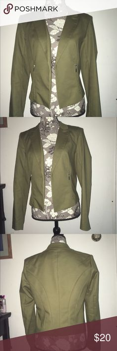 Olive / Army green blazer. Grace elements. Nice quality olive / army green blazer. Cool stitching detail on the back, and silver zipper pockets. Slightly cropped. Measures: 24 inches shoulder to cuff, 16 inches across the shoulders, and 21 inches shoulder to hem. Originally purchased from Macy's. Only worn once. Grace Elements Jackets & Coats Blazers