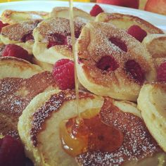 Fluffige Joghurt-Apfel Pancakes - Tasty Matter Informations About Fluffige Joghurt-Apfel Pancakes - Homemade Sweets, Homemade Pancakes, Pancakes Easy, Fluffy Pancakes, Pancake Muffins, Egg Roll Recipes, Apple Recipes, Sweet Recipes, Pancake Dessert