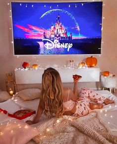 Movie Night Ideas Discover 8 things you have to do on this winter holidays Sleepover Room, Fun Sleepover Ideas, Sleepover Activities, Dream Dates, Cute Date Ideas, Pajama Party, Jolie Photo, About Time Movie, Winter Holidays