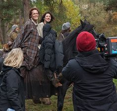 New 'Outlander' Behind the Scenes Photo with Sam Heughan and Caitriona Balfe