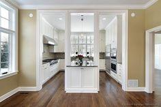 Traditional White Kitchen Cabinets #148 (Kitchen-Design-Ideas.org)
