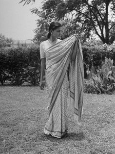 size: Photographic Print: Woman Demonstrating How to Put on an Indian Sari : Indian Boy, Indian People, Indian Textiles, Hot Couples, White Girls, Old Pictures, Decoration, Put On, Pretty People