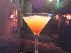 Martini Recipe (also known as Pineapple Sunset Martini) - so good!Sunset Martini Recipe (also known as Pineapple Sunset Martini) - so good! Alcohol Drink Recipes, Martini Recipes, Cocktail Recipes, Punch Recipes, Bar Drinks, Cocktail Drinks, Alcoholic Drinks, Cocktail Shaker, Vodka Cocktails