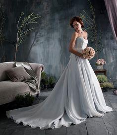 Naomi Neoh wedding dress.