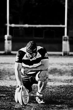 rugby player kicking une balle. Carte d/'anniversaire pour un adolescent