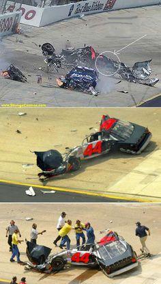 and he walks away Nascar Crash, Nascar Race Cars, Old Race Cars, Nascar Wrecks, Nascar Diecast, Kyle Busch, Drag Cars, Drag Racing, Daytona 500