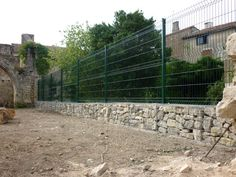 pose de clôture sur des gabions abbaye de charroux
