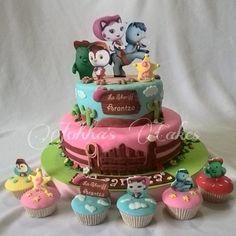 Y aqui la Torta de  La Sherrif Callie  con sus cupcakes #cake #cakedesing #torta…