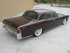 Lincoln Continental Custom with 723 hp - 1964 Best American Cars, Lemon Law, Banks Vault, How To Read Faster, Lincoln Continental, Dream Garage, Cool Cars, Classic Cars, Automobile