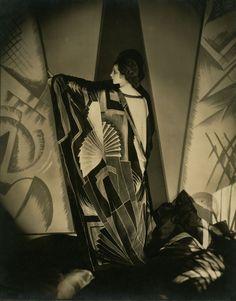 Edward Steichen: Tamaris With a Large Art Deco Scarf, 1925.   ©Conde Nast