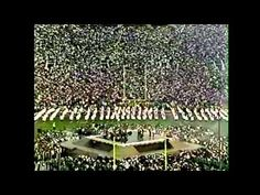 Michael Jackson performed during the entire halftime show, starting the NFL's trend of signing top acts to appear during the Super Bowl to attract more viewe. Michael Jackson Gif, Halftime Show, My Favorite Music, Pop Culture, City Photo, Music Videos, World, Ears