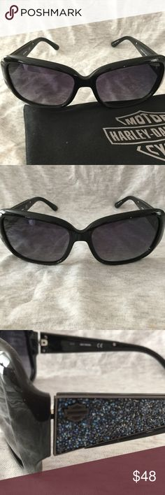 HARLEY DAVIDSON SUNGLASSES NWOT HARLEY DAVIDSON SUNGLASSES NWOT  BLACK PLASTIC FRAMES  HD LOGO AND BLUE SPARLE DESIGN ON THE SIDES.   INCLUDES HARLEY DAVIDSON CLOTH CASE Harley-Davidson Accessories Sunglasses