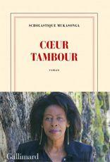 D'un livre à l'autre, Scholastique  Mukasonga parcourt les territoires douloureux de sa mémoire, peut-être pour se réapproprier un Rwanda imaginaire, entre tradition et modernité, où les monstres sont de légende et chasser ce malheur qui «se croit toujours le plus fort» mais qui «ignore qui vient après lui».
