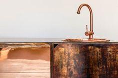 John pepe diseña para Casa Matera en Italia una isla de cocina.
